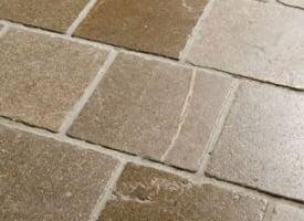 carrelage en pierre calcaire brun beige origine espagne proche orient chez pierre et. Black Bedroom Furniture Sets. Home Design Ideas