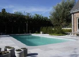 Margelle de piscine et bassin en pierre bleue blanche for Terrasse piscine grise