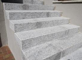 Marche d 39 escalier en pierre et contre marche en pierre for Escalier exterieur granit