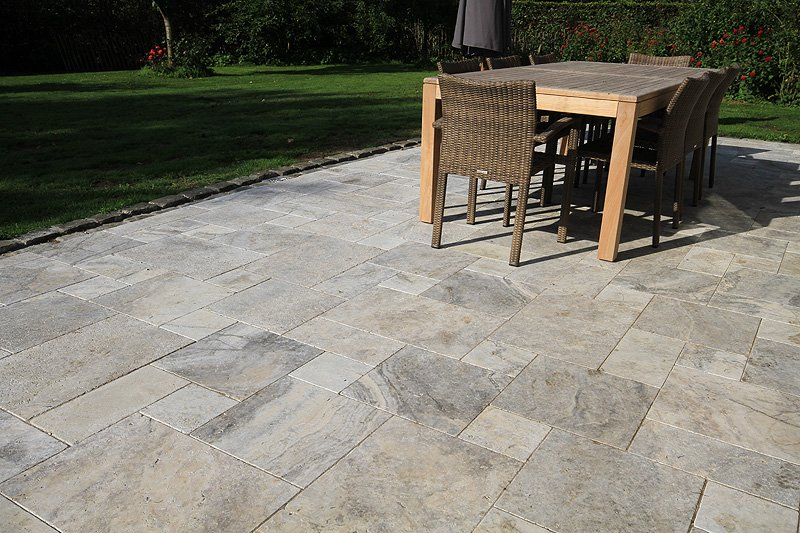 Dalle en travertin d 39 origine italie turquie pour for Terrasse en dalle beton sur sable