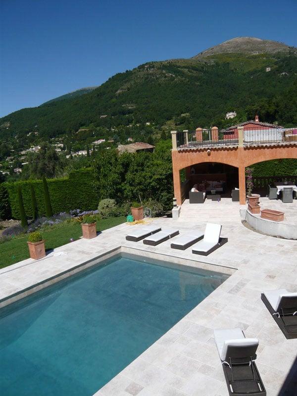 Plage piscine travertin great am uenagement d uun jardin for Piscine travertin