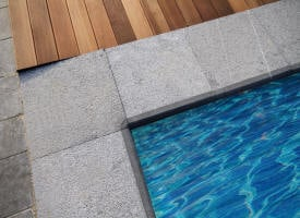 Margelle de piscine en pierre bleue belge asie vietnam for Angle sortant carrelage