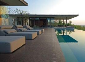 terrasse piscine gres cerame