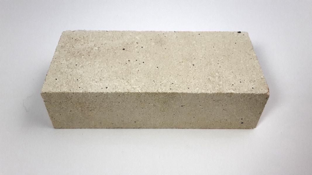 Briquete réfractaire blanche