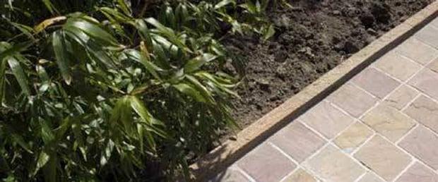 Natural stone kerb