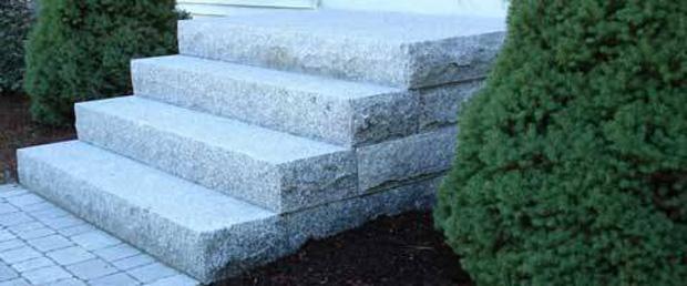 Marche d'escalier en Granit et Basalt